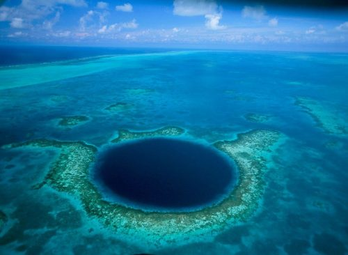 Большая голубая дыра в Атлантическом океане